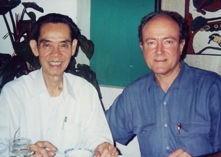 Thiếu tướng Phạm Xuân Ẩn và Giáo sư Larry Berman