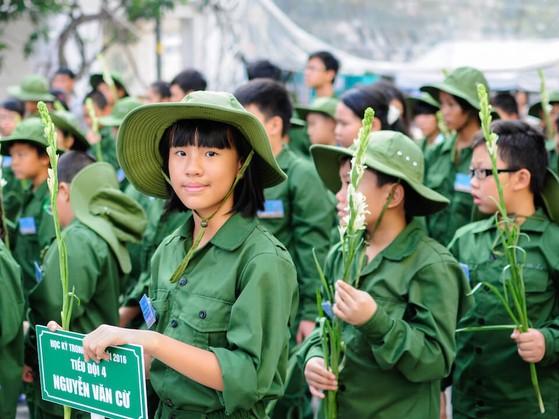 Các em học sinh chuẩn bị xuất quân