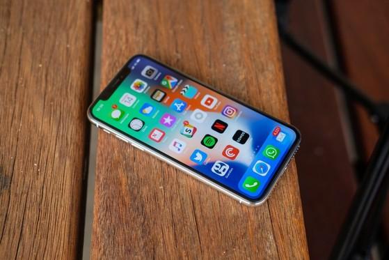 iPhone 6.1 inch sẽ có viền mỏng chỉ 0,5 mm, dự kiến sẽ có giá khởi điểm từ  700 USD. Trong khi đó, bộ đôi iPhone X và X Plus 2018 rất ...