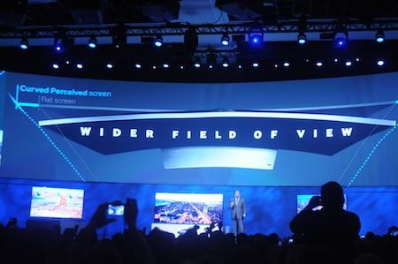 Màn hình cong cho góc nhìn rộng hơn so với thế hệ TV màn hình phẳng.