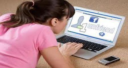 Facebook, unfriend, dội nước sôi, bạn gái,