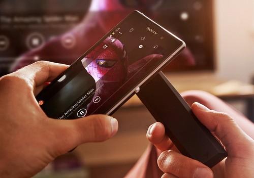 Trong năm 2013, Sony cho thấy họ là nhà sản xuất tích cực làm mới và rút ngắn vòng đời smartphone của mình, ngay cả những model cao cấp. Dù Xperia Z1 xuất hiện chưa lâu, phiên bản thay thế mang tên mã Xperia Z2 đã bắt đầu được Sony hé lộ. So với model tiền nhiệm, phiên bản mới được cho là có màn hình lớn hơn.