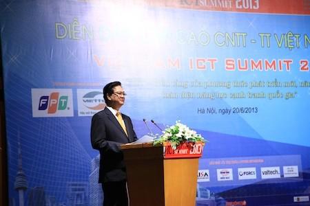 Thủ tướng Nguyễn Tấn Dũng phát biểu khai mạc ICT Summit 2013.