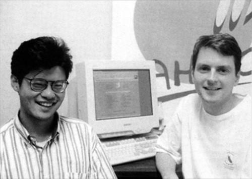 Jerry Yang và David Filo sáng lập Yahoo năm 1994.