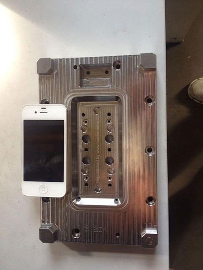 Mẫu khung được cho là của iPhone 6 với màn hình 4,7 inch.