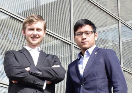 """Tác giả Huy Đặng (phải) và Arsen Nokiforouk của trò chơi """"Turtle Rock"""""""