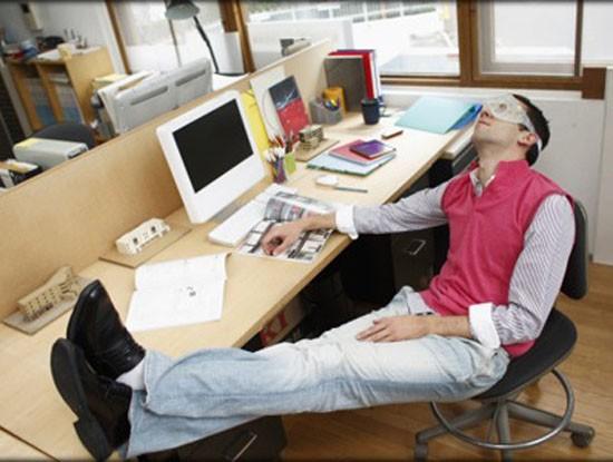 cấm ngủ trưa tại văn phòng