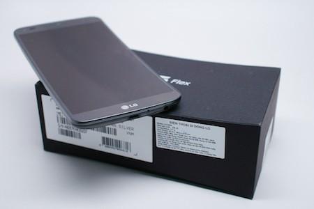 Hộp máy cũng có thiết kế cong như thiết kế của điện thoại.
