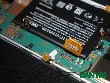 Người dùng cần cận thẩn ở giai đoạn này, gỡ nhẹ nhàng tránh đứt cáp kết nối