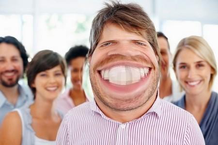 Một bức ảnh hài hước được tạo ra từ file ảnh gốc (trên)
