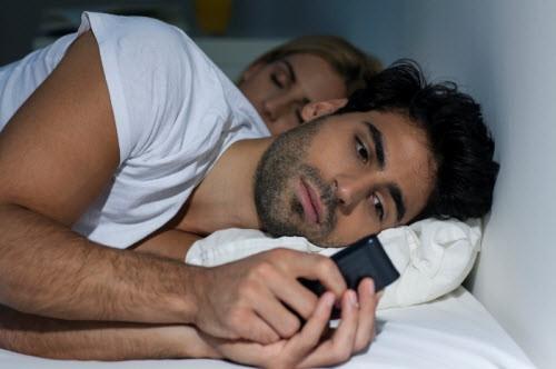 công nghệ, tác hại, ánh sáng xanh, mất ngủ