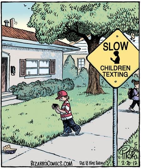 Biển cảnh báo mới khi smartphone khi trẻ em chúi mũi vào smartphone mọi lúc mọi nơi.