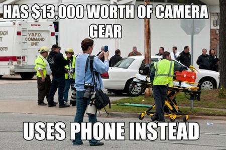 Mang trên mình hàng loạt máy ảnh cao cấp đắt tiền, nhưng lại sử dụng iPhone để chụp ảnh