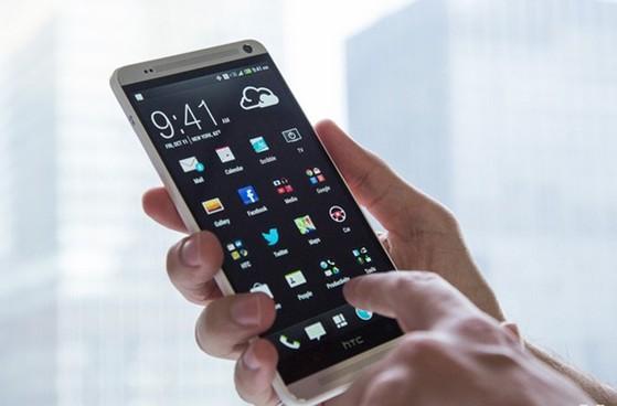 HTC One Max vừa được bán trở lại tại thị trường Việt Nam.