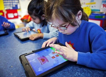 Sự ảnh hưởng của công nghệ đến trẻ em luôn là vấn đề gây nhiều tranh cãi