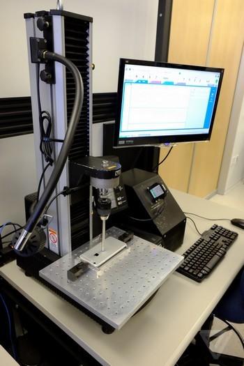 Kiểm tra áp lực tác động vào một điểm trên thiết bị.