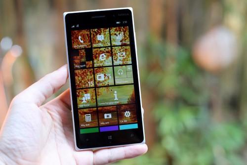 Lumia 830 với dáng đẹp và mỏng.