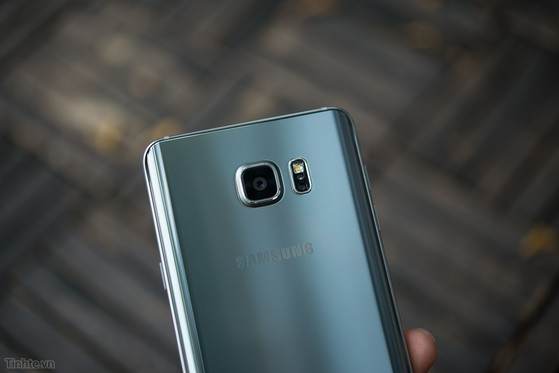 Samsung_Galaxy_Note_5_Silver_bac-9.