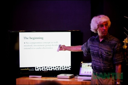 Ông Peter Madnick – Phó Chủ tịch phụ trách mảng Engineering giới thiệu chi tiết về Amplifier.