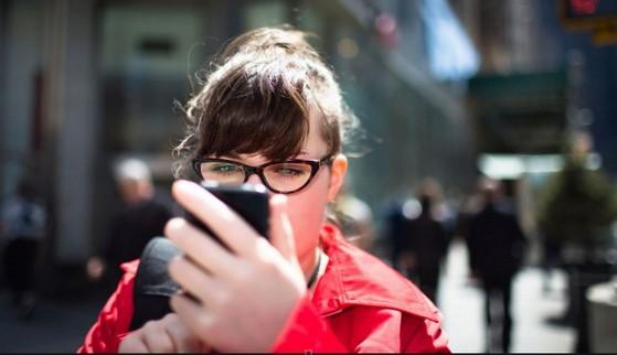 điện thoại, sử dụng, đi bộ, trên đường, giao thông, tai nạn, phạt