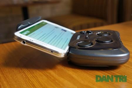 Ngắm thiết bị chơi game cầm tay hỗ trợ cho smartphone của Samsung