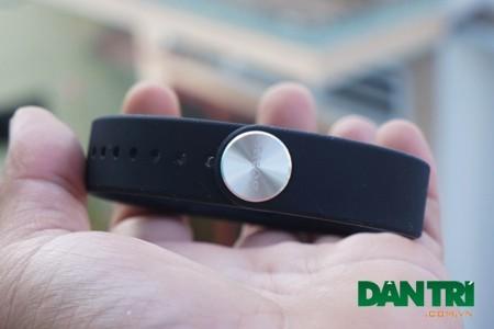 Vòng tay SmartBand được thiết kế bằng chất liệu cao su dẻo