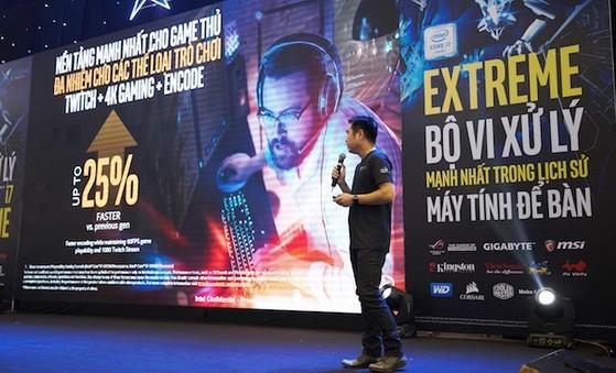 Tổng Giám Đốc Intel Việt Nam đang trình bày về Intel Core i7 Extreme Edition