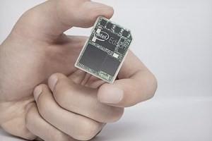 Edison có kích cỡ và thiết kế như một chiếc thẻ nhớ SD. (Nguồn: theverge.com)