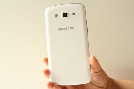 """Những smartphone màn hình cỡ lớn """"hàng hiệu"""" giá """"mềm"""""""