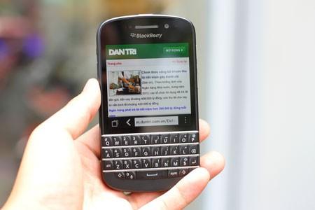 Mở hộp BlackBerry Q10 bản thương mại tại Việt Nam