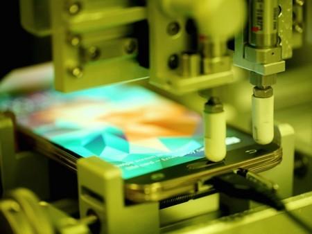Cận cảnh chiếc máy thử nghiệm độ bền nút bấm trên Galaxy S5.