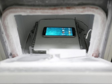 Cận cảnh quá trình kiểm tra độ bền của Galaxy S5 trước khi xuất xưởng