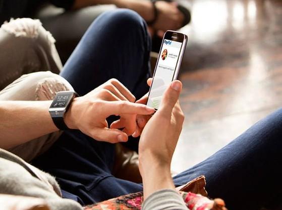 Khóc dở mếu dở vì khách hàng phá Galaxy S5 của cửa hàng