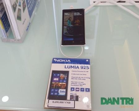 Lumia 925 cũng được điều chỉnh về giá bán mới.