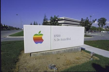 Biểu tượng Quả táo cắn dở nhiều màu sắc của Apple.