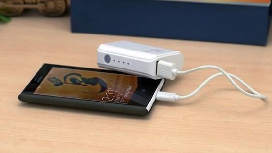 Một cục sạc di động sẽ giúp người dùng sạc pin ở mọi hoàn cảnh.