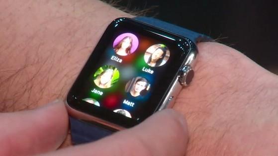 quà hi-tech, Apple Watch, Gear 2 Samsung, USB hình trái tim, hút hồn phái đẹp, iRing, case smartphone, iPod, máy nghe nhạc