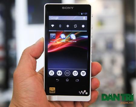 Giao diện sử dụng như các mẫu smartphone Xperia của hãng