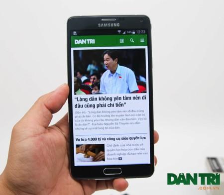 Đập hộp Galaxy Note 4 chính hãng đầu tiên tại Việt Nam