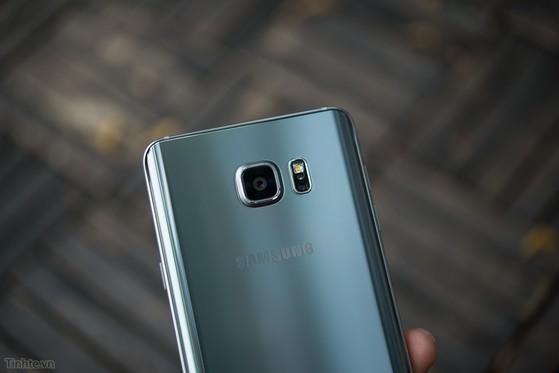 Samsung_Galaxy_Note_5_Silver_bac-9.