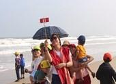 Tiết trời cực đẹp, du khách đổ xô về Đà Nẵng