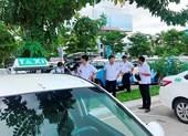 Vụ taxi ngưng việc ở Đà Nẵng: Tài xế bức xúc Grab 'chui'