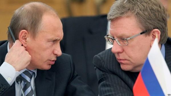 Tổng thống Nga Vladimir Putin (trái) và cựu Bộ trưởng Tài chính Nga Alexei Kudrin. Ảnh: EPA