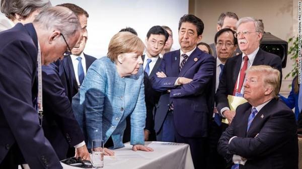 Bức ảnh Tổng thống Mỹ Donald Trump đối đầu với các lãnh đạo G7 do phóng viên ảnh người Đức Jesco Denzel chụp và đăng trên TWITTER