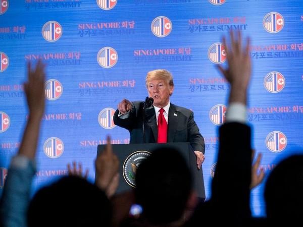 Ông Trump trong cuộc họp báo chiều 12-6 tại Singapore. Ảnh: NYT