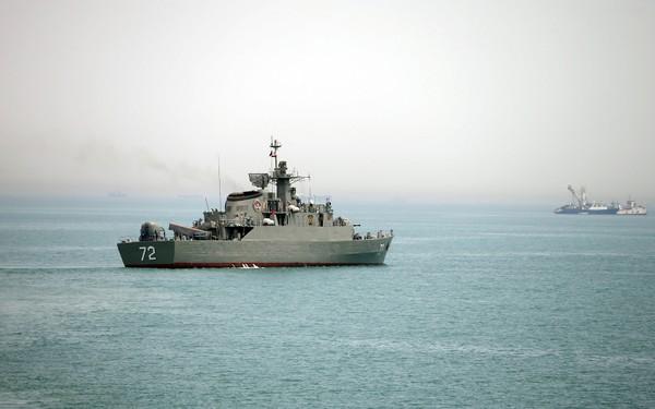 Tàu chiến Alborz của Iran tại eo biển Hormuz năm 2015. Ảnh: FARS NEWS AGENCY