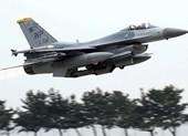 F-16 Mỹ bốc cháy, phi công trút nhiên liệu xuống hồ