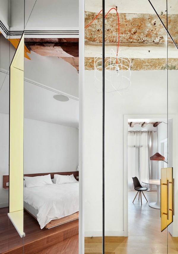 Được thay cửa và tường bằng gương, căn nhà cũ thay đổi không ngờ - 4