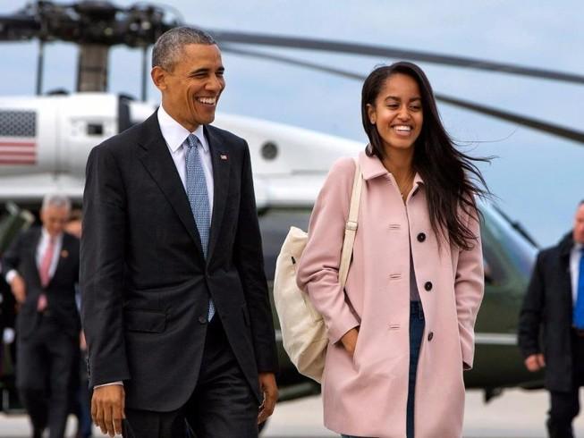 Con gái rượu ông Obama nổi đóa với các fan