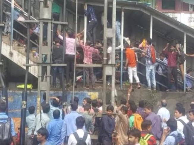 Giẫm đạp tại ga tàu Ấn Độ, ít nhất 21 người chết